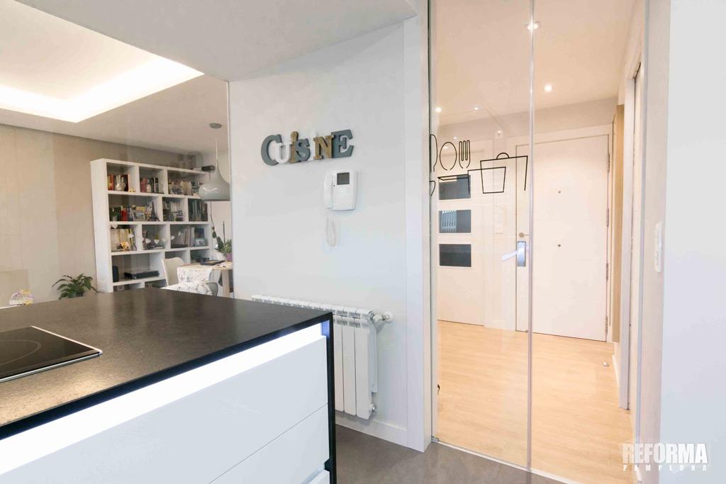 Puertas correderas de cristal para tu cocina en pamplona - Puerta cristal cocina ...