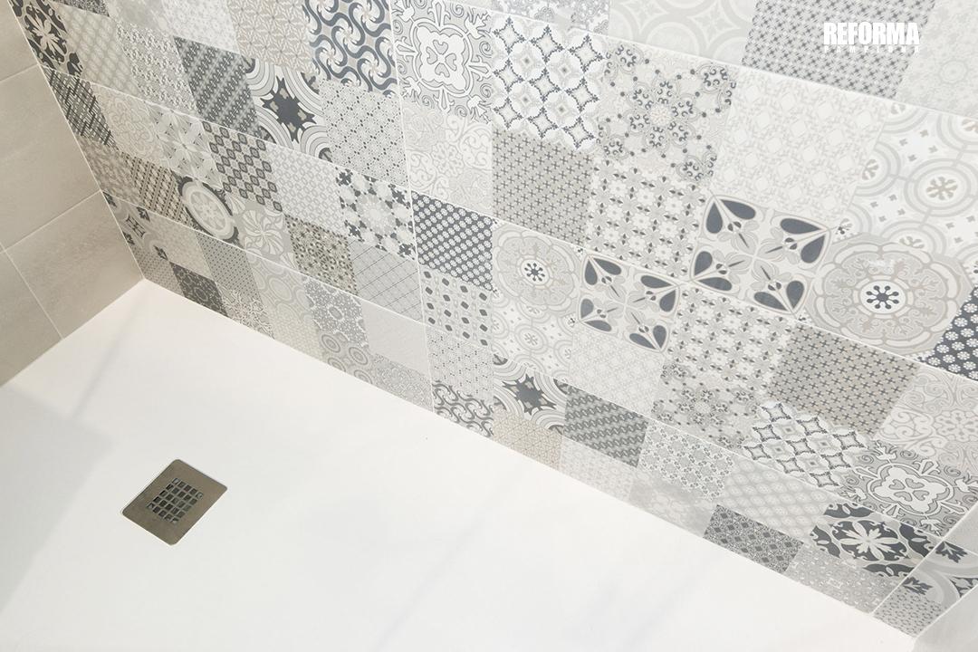 Detalle cambio de bañera por ducha