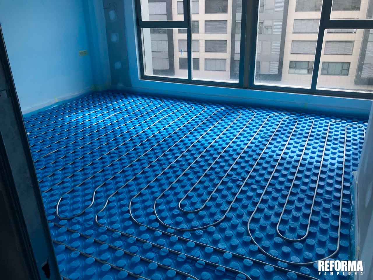 suelo-radiante-montaje-primer-cables