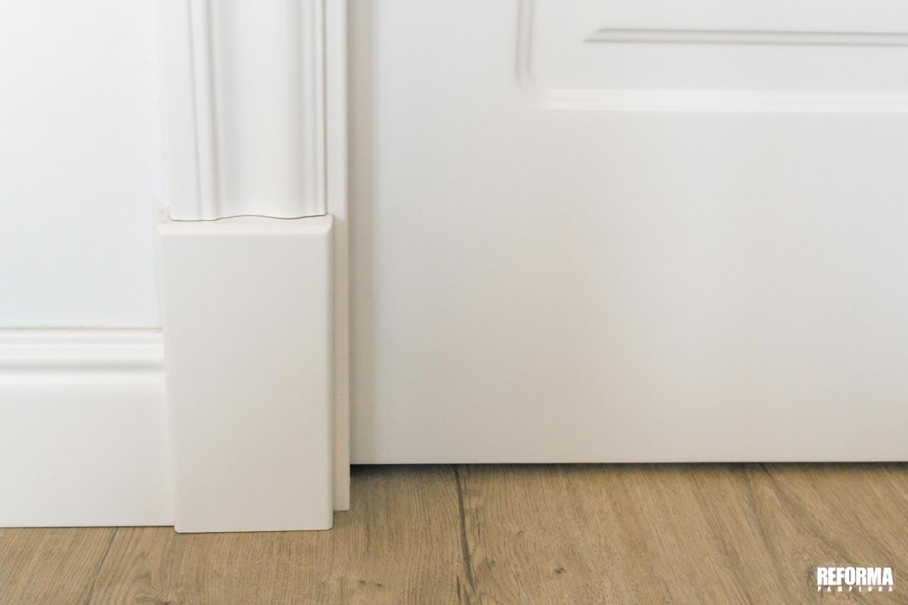 Plinto-puerta-reforma-pamplona