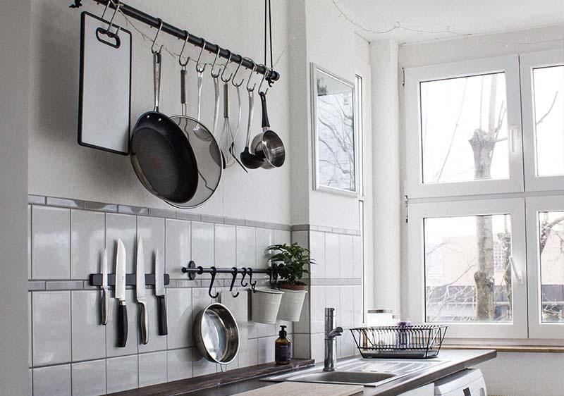 utensilios-pared-ordenada-cocina