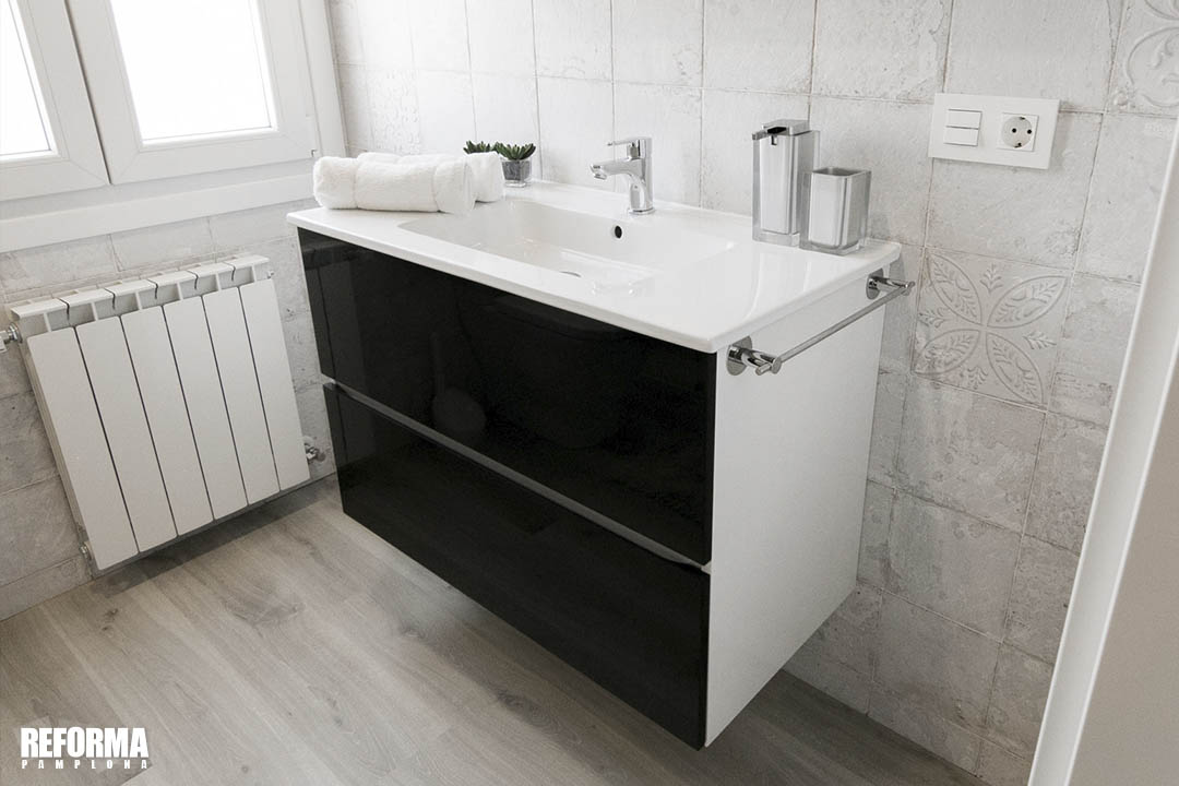 color blanco y negro cuarto de baño 02